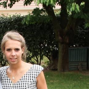 Clevermate soutien à domicile - professeur Julia donne cours particuliers de Mathématiques,Français-Philosophie,Anglais,Préparation bac,Aide aux devoirs